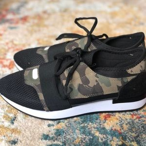 Casual slip on camouflage tennis shoes